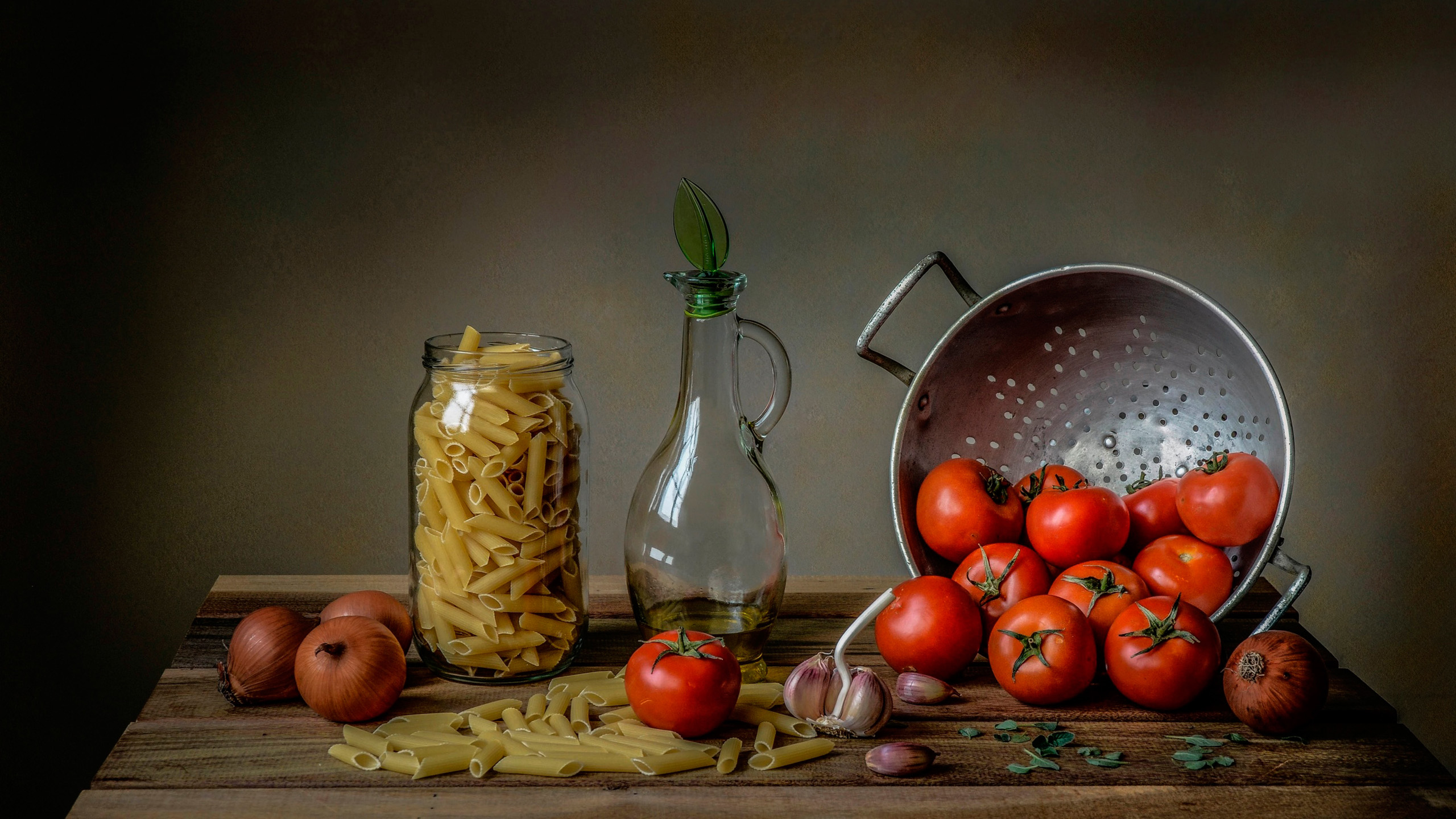 pasta, tomatoes, garlic, onion.jpg