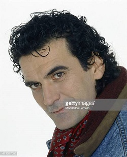 portrait-of-italian-actor-and-director-massimo-troisi-wearing-a-scarf-picture-id471327032.jpg