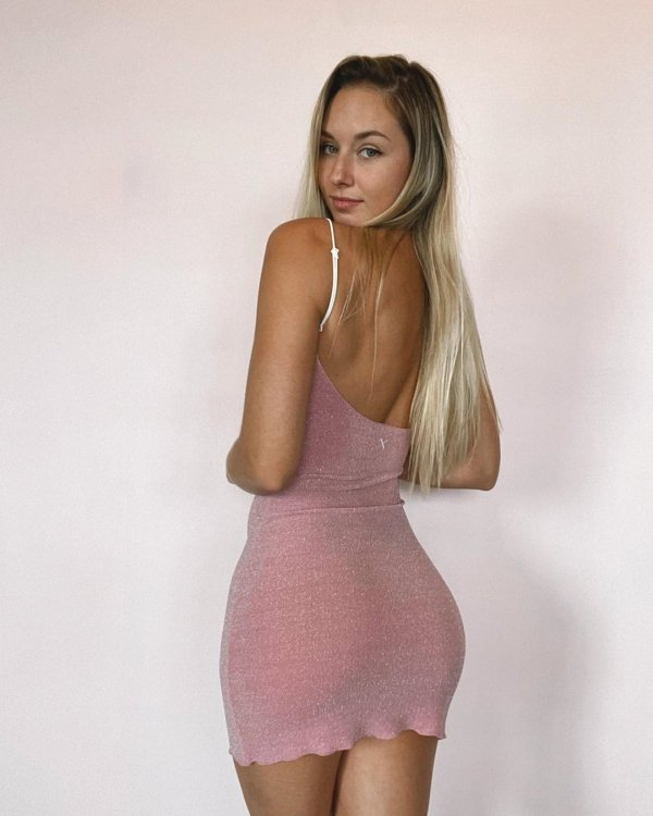 tight-dresses-that-leave-no-guesses-38-photos-32.jpg